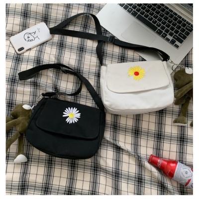 กระเป๋าผ้าดอกเดซี่  ลายดอกไม้ขนาดล็ก มี 2 สีไม่แถมตุ๊กตา