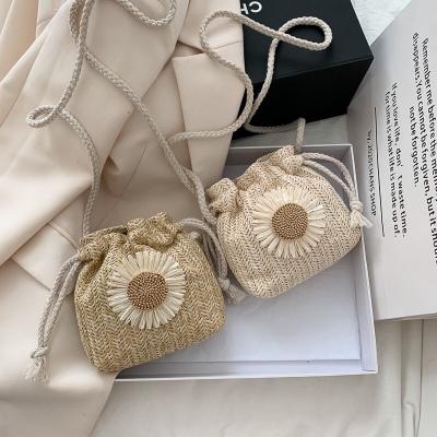 กระเป๋าสะพายหูรูด ดอกไม้ มี 2 สี