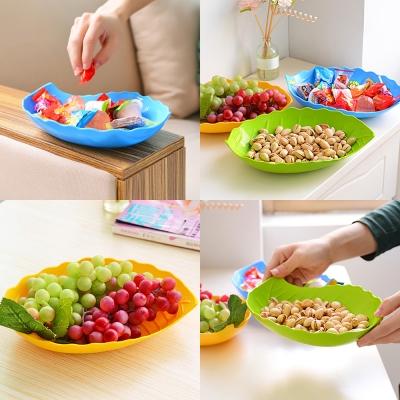 จานพลาสติกทรงใบไม้ คละสี