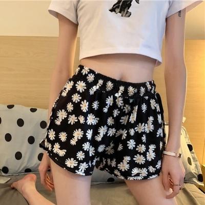 กางเกงขาสั้น ลายดอกสีดำ มี 2 size ผ้านิ่ม