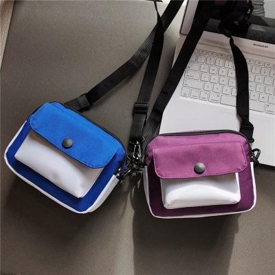 กระเป๋าสะพายข้าง มีกระดุมติดข้างหน้า มี 5 สี
