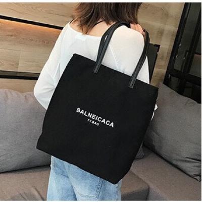 กระเป๋าผ้า BALNEICACA มีให้เลือก 2 สี
