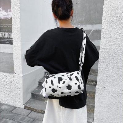 กระเป๋าสะพายลายวัว แบบสะพายไม่มีแถมตุ๊กตา