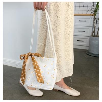 กระเป๋าสะพายดอกเดซี่ สีขาว ผูกโบว์ทรงสี่เหลี่ยม