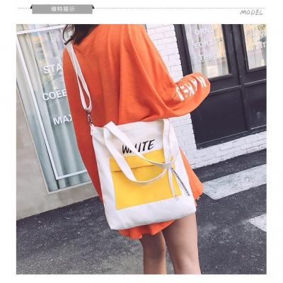กระเป๋าผ้าสกรีนตามสี สะพายข้างมีสายห้อย มี 4 สี