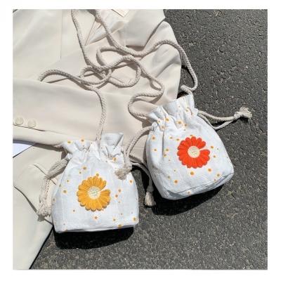กระเป๋าผ้า สะพายข้าง ผ้า แคนวาสแบบผูกชือก มี 2 สี
