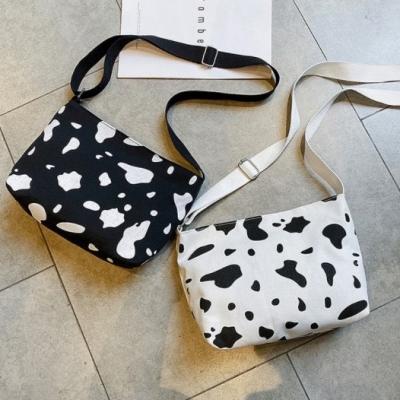 กระเป๋าแฟชั่น ลายวัว มี 2 สี แบบสะพาย